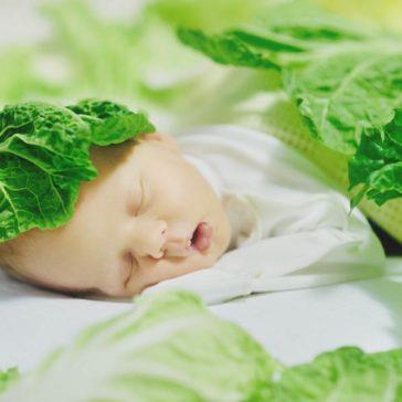 Колики у новорожденных: как помочь малышу
